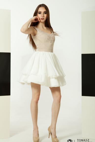 Rozkloszowana sukienka w kolorach cappuccino & ecri