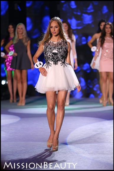 Sukienka z ręcznie wyszywanymi wzorami