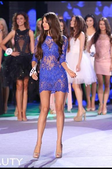 Koronkowa chabrowa spektakularna sukienka