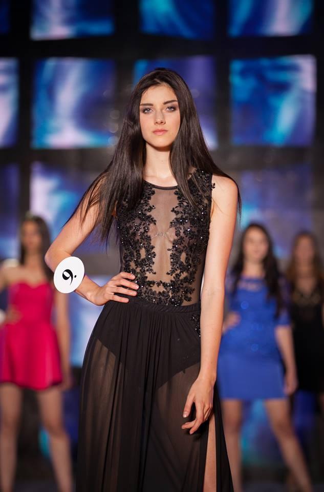 Czarna sukienka koronkowa z body i długą spódnicą