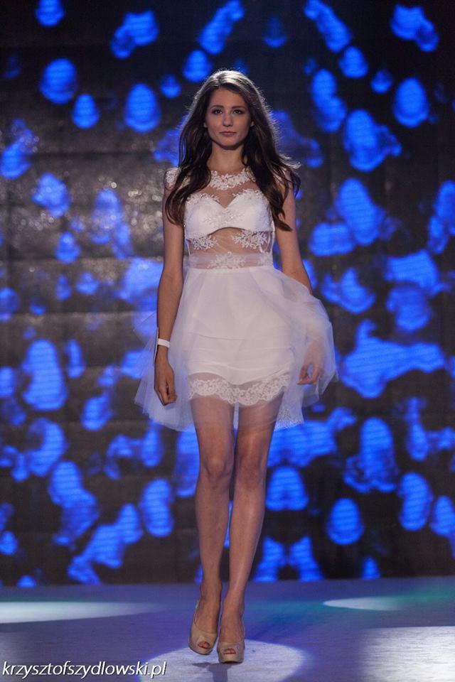 Biała krótka sukieneczka tiul i koronka
