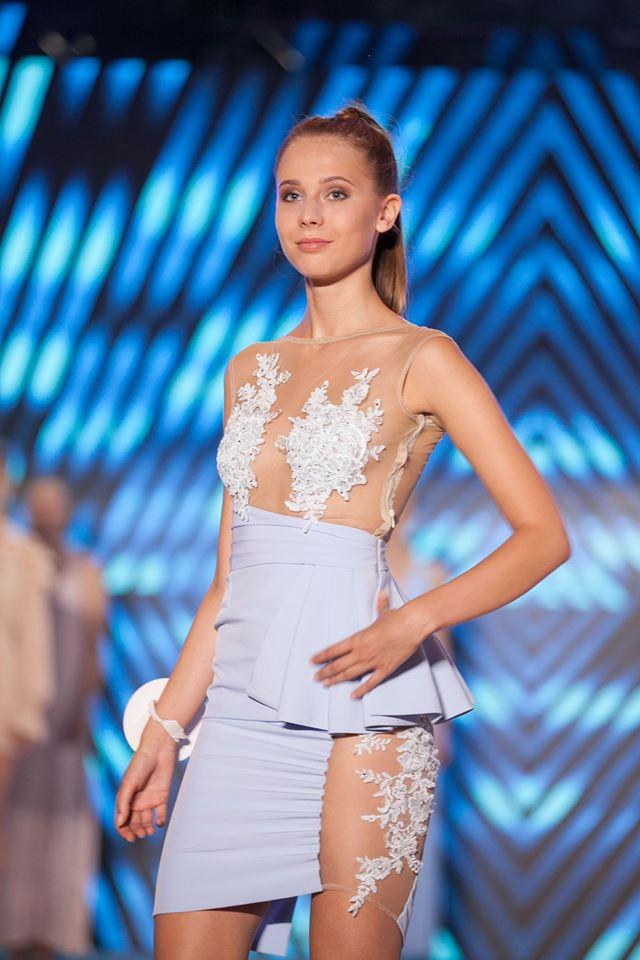 Blue – Sukienka ołówkowa wyszywane przeźroczystości