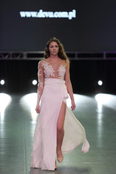 Suknia ślubna – asymetryczna