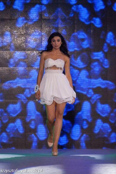 Biała sukienka z gorsetem