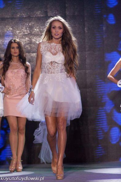 Biała suknia koronkowa z tiulową spódnicą