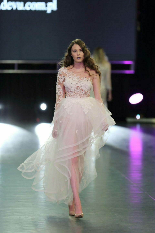 Suknia ślubna wielowarstwowa tiulowa