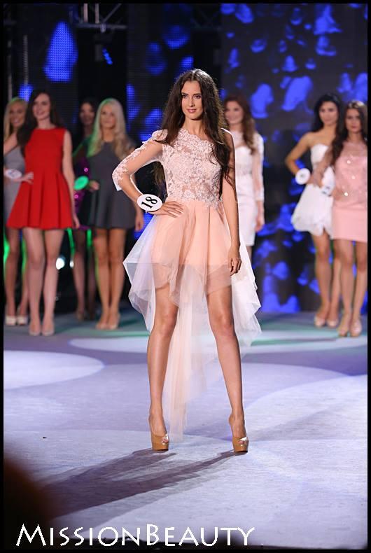 Asymetryczna sukienka w kolorze morelowym