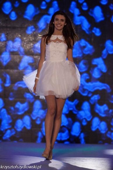 Sukienka rozkloszowana z koronkowym gorsetem