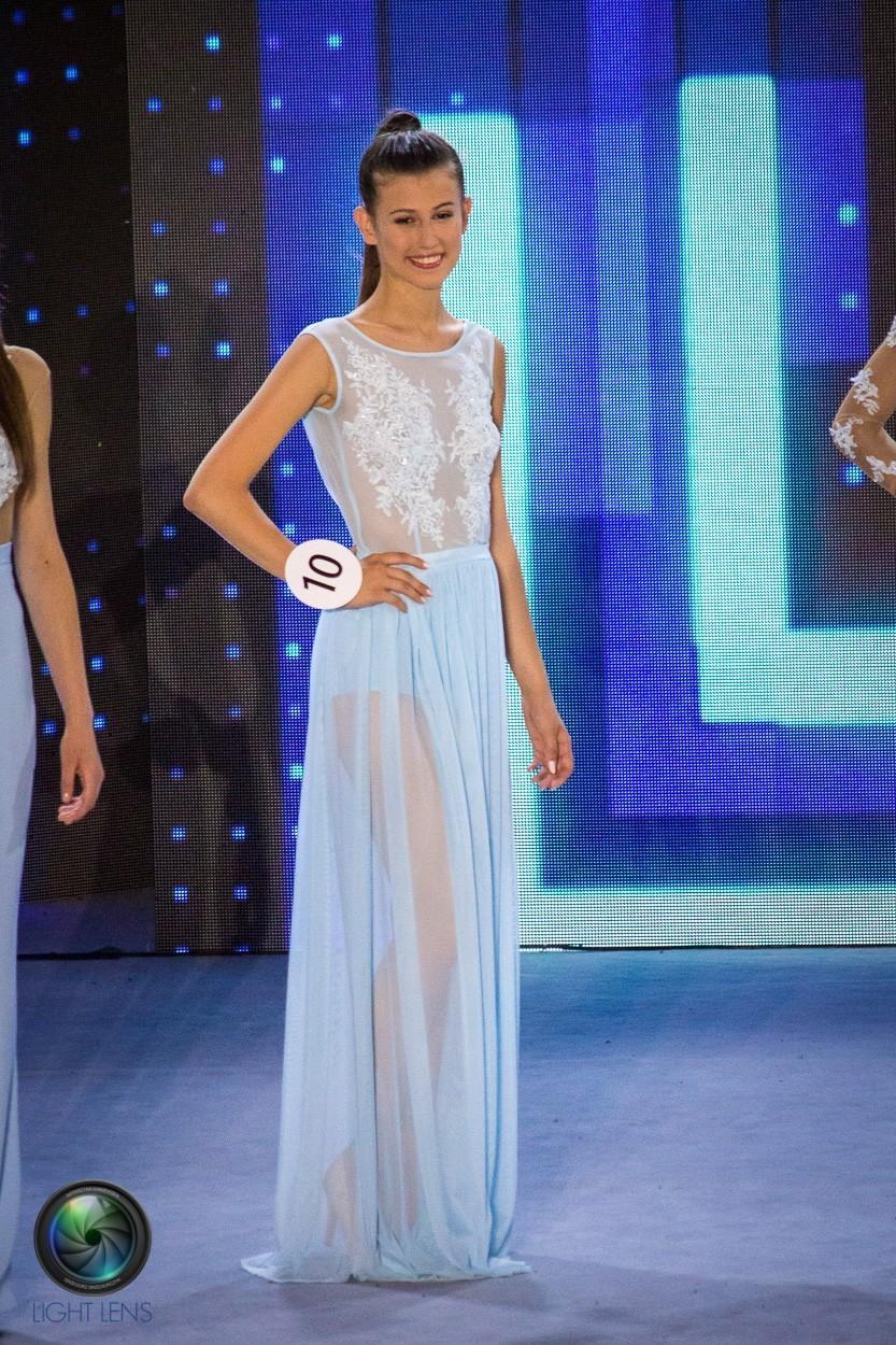 Długa sukienka z body i wyszywanym gorsetem