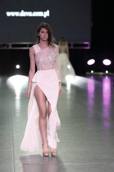 Suknia ślubna w kształcie klepsydry