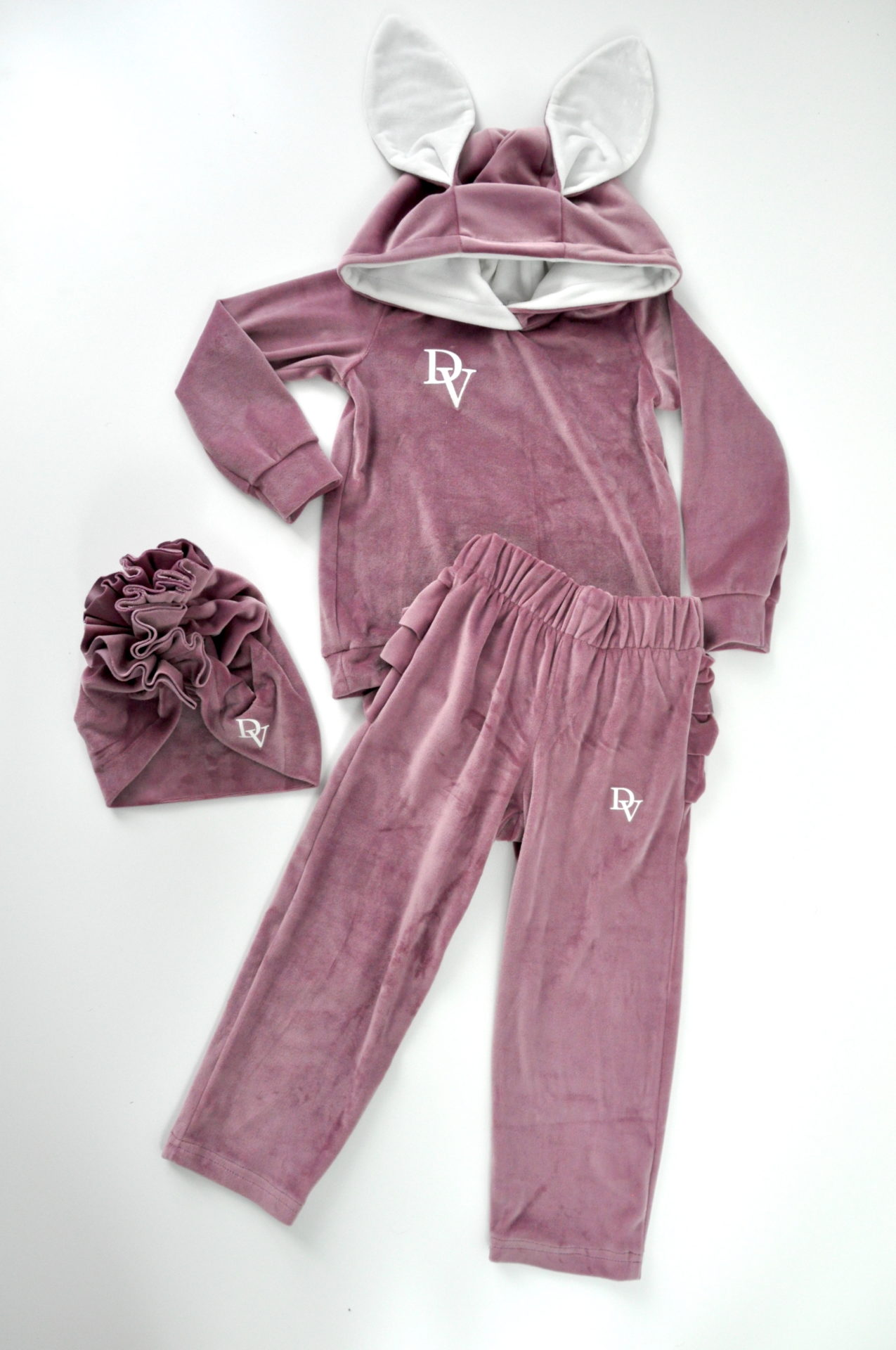 Girls' tracksuit Rabbit Pink. Shorts with ruffles. Turban