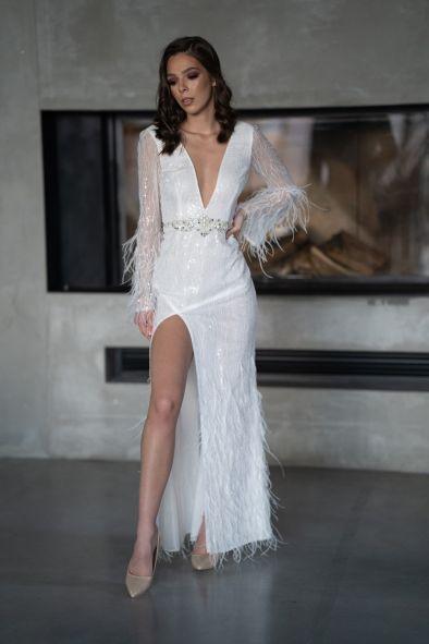 2021 Larissa Olimpia suknia ślubna z piórkami